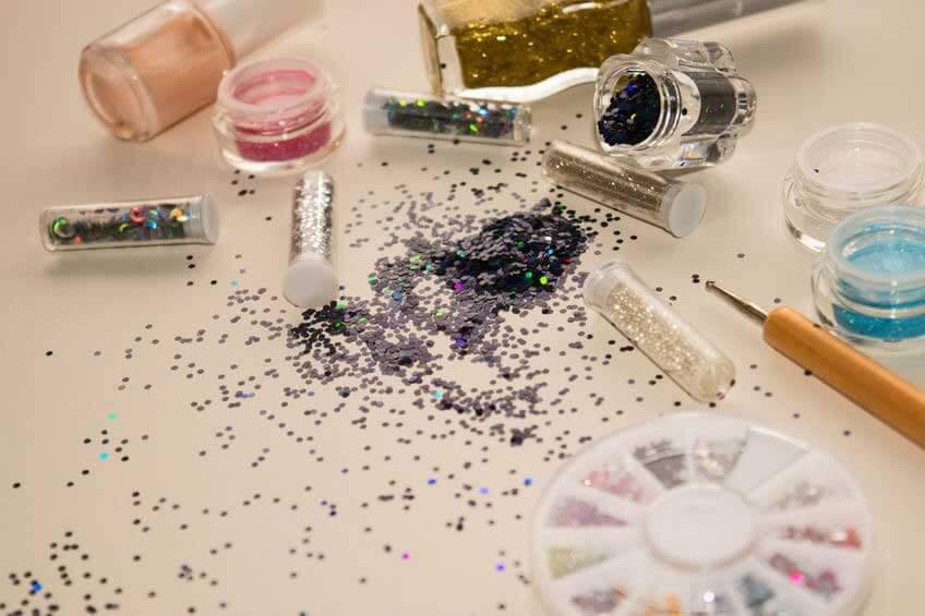 Cantik Berkilau dengan Body Glitter