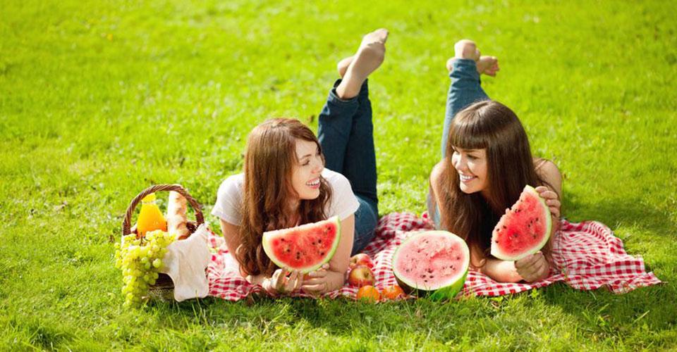Serunya Piknik di Taman