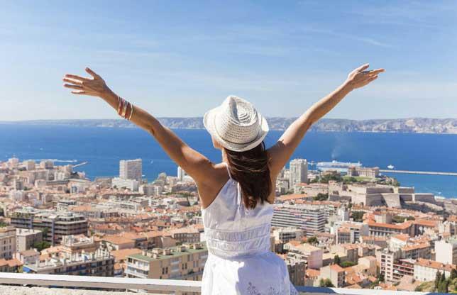 Traveling Bareng Keluarga Vs Temen Pilih Mana