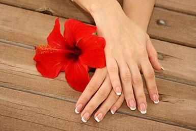 Kuku Cantik dengan French Manicure